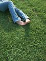 女性の足の写真