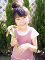 花束を持つ女の子の写真
