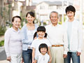 笑顔の家族の写真