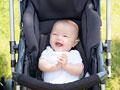 笑顔の赤ちゃんの写真