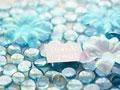 ガラス玉とメッセージカードの写真