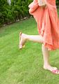 若い女性の足元の写真