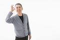 OKサインを出すシニアの男性の写真