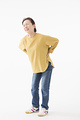 腰が痛むシニアの女性の写真