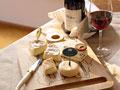 チーズとワインの写真
